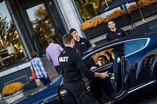 9 Rules To Follow When It Comes To Tipping The Valet Parking ...