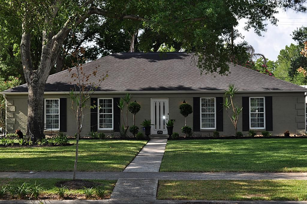 Exterior house color ideas ranch style google search mk here is white or cream with taupe - Exterior paint for brick homes pict ...