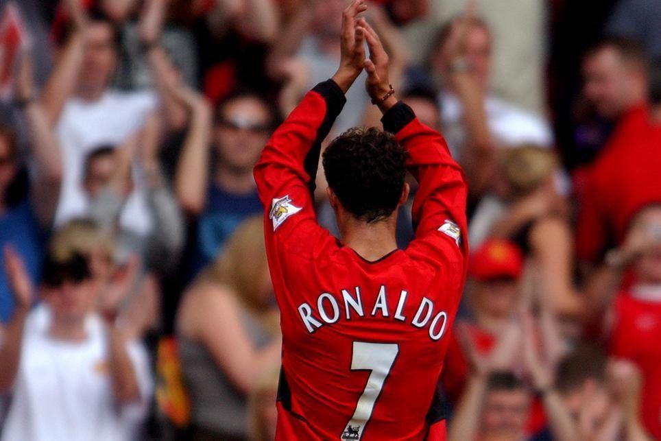 Iconic Moment: Ronaldo moves to Man Utd