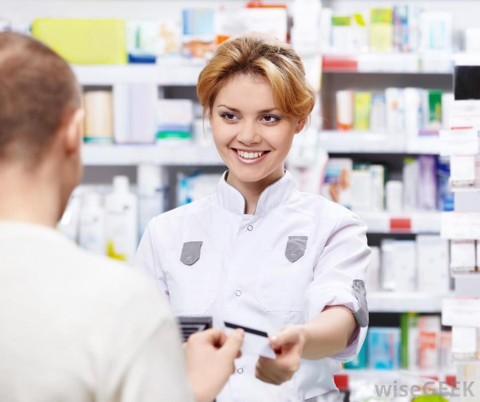 What does a Pharmacy Technician do? (with pictures)