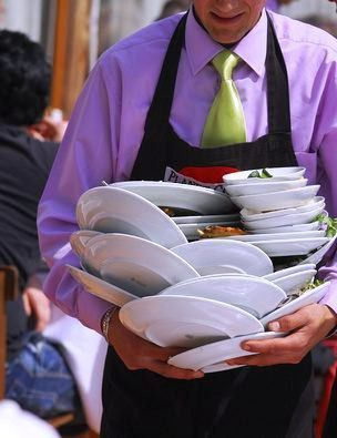 How a Waiter should Clear Guest Table at Restaurant (Ultimate Guide)