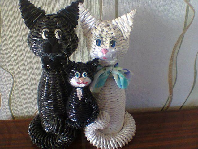 Плетем кошку из газетных трубочек