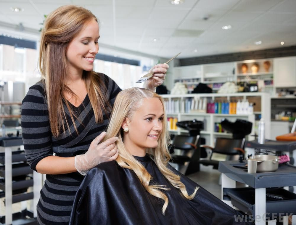 What does a Salon Manager do? (with pictures)