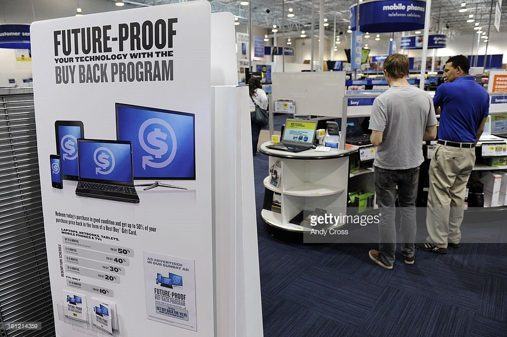 DENVER, CO--Best Buy sales associate, Ivan Patino, right, shows ...