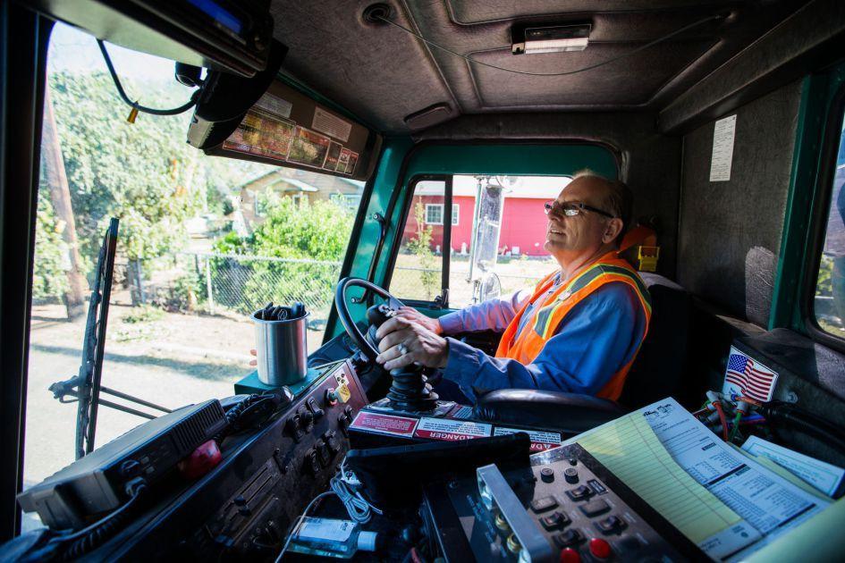 He won't talk trash: Yakima garbage truck driver stays positive on ...
