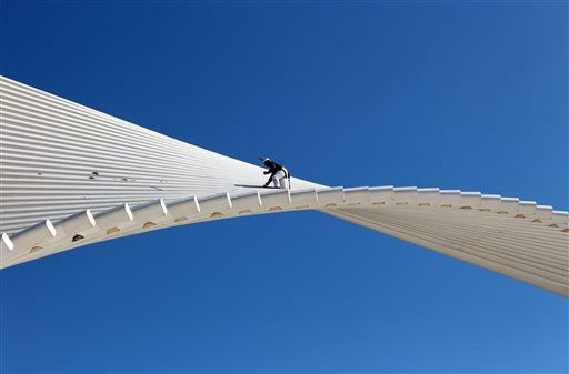 On a wing and a paintbrush at Milwaukee Art Museum (PHOTO ...