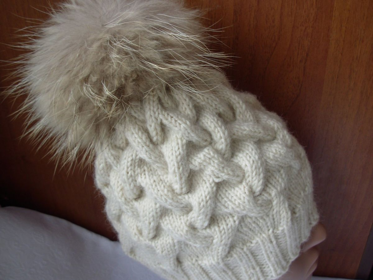 Вязание шапки спицами узором коса с тенью 534