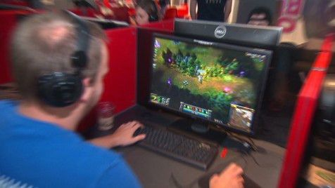 The life of a video game designer at Riot Games games - Video ...