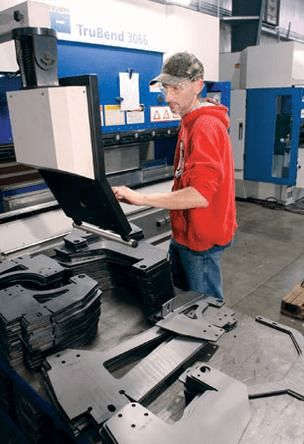 CNC Press Brake vs. Hydraulic Press Brake Operators. Machinery Blog