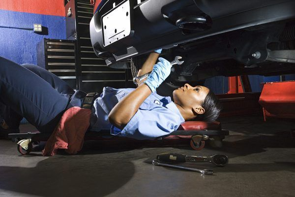 Job Description of a Diesel Mechanic - Woman