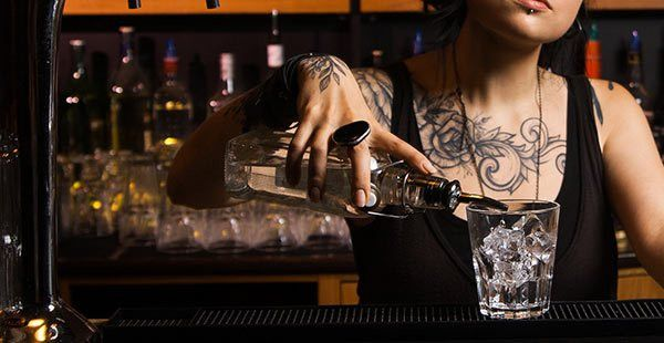 How to write an accurate bartender job description