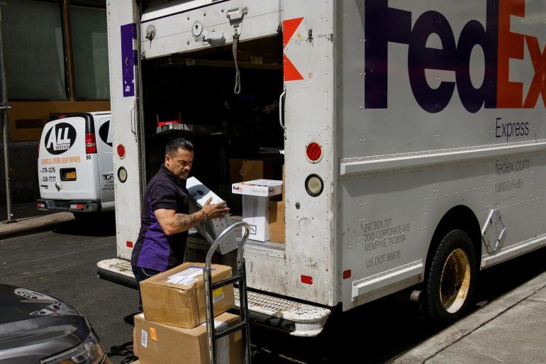 FedEx Spokesperson Jonathan Lyons on opening 1,250 jobs | WGN ...