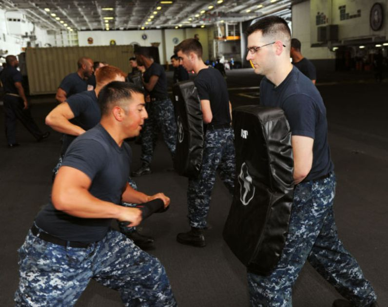 Aviation Boatswains Mate (Handling) 2nd Class Vince Pompa and ...