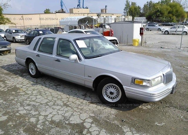 1LNBP96F6GY757867, Bill Of Sale white Lincoln Town Car at ESSEX ...