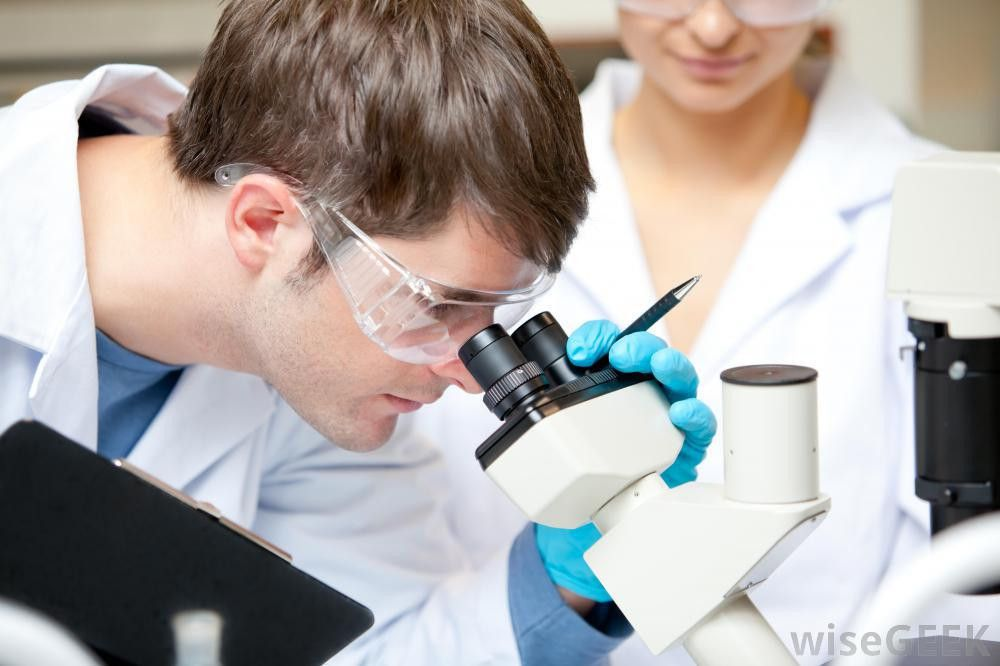 What does a Medical Laboratory Technician do? (with pictures)