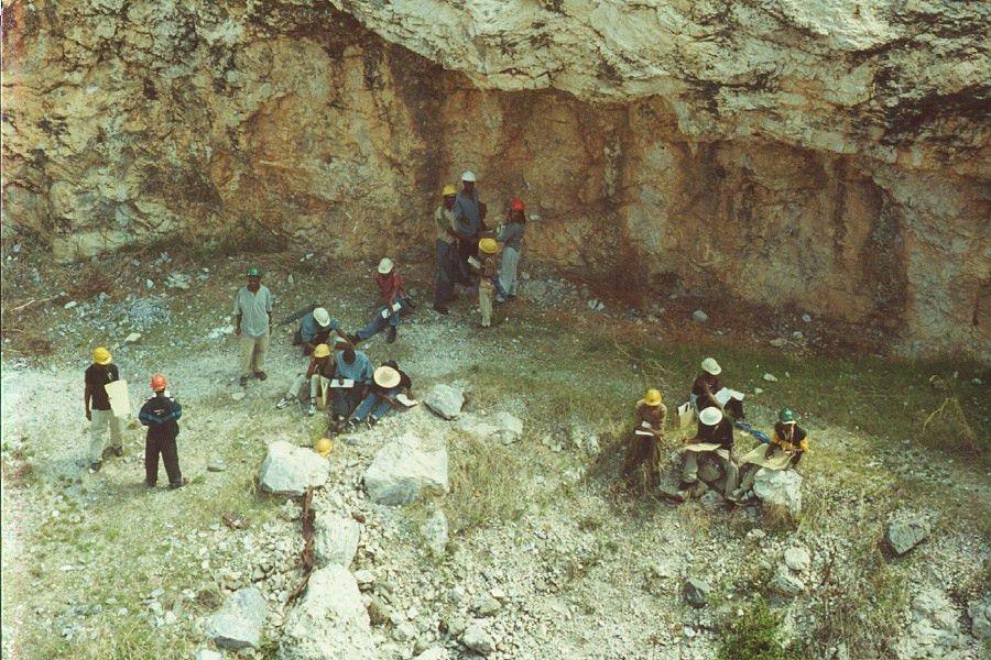 File:Uz geology fieldschool2002.jpg - Wikimedia Commons