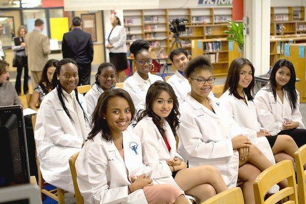 Walgreens to offer HISD pharmacy students job training, field ...