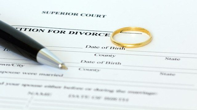 Do I Serve My Spouse With Divorce Papers in Florida?