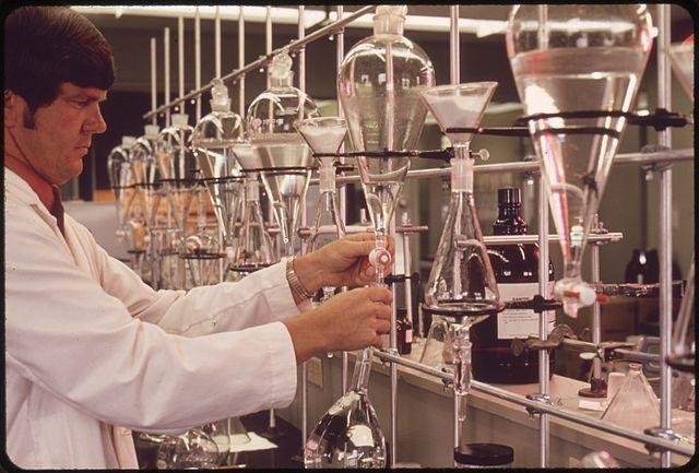File:EPA GULF BREEZE LABORATORY, CHEMISTRY LAB. THE CHEMIST IS ...