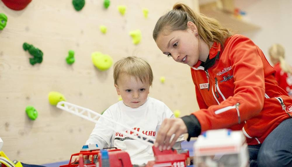 Skischool Seiseralm - Private Babysitter - Babysitting Ski School ...