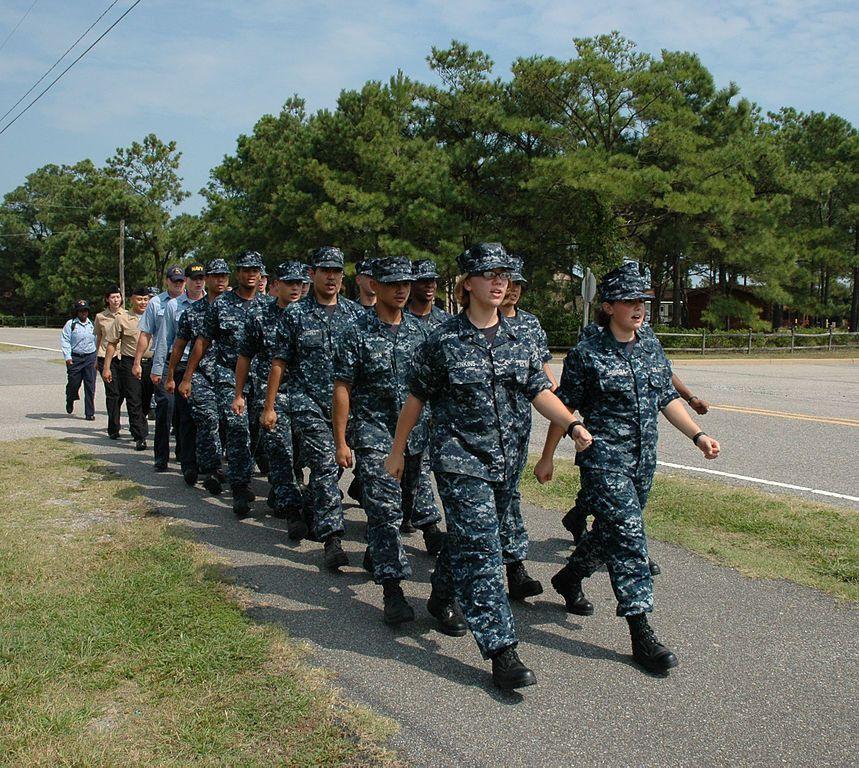 File:US Navy 090916-N-4063H-002 Intelligence Specialist.jpg ...
