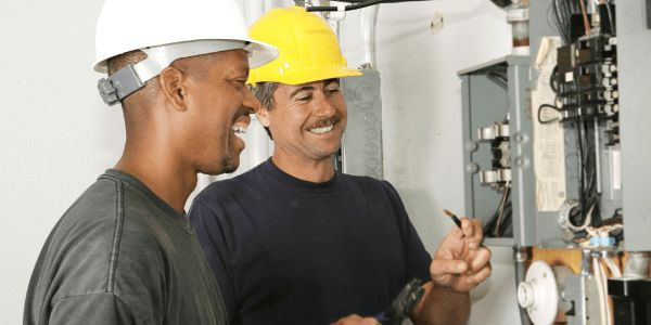 Understand the Career Path of an Electrician | CAREEREALISM.com