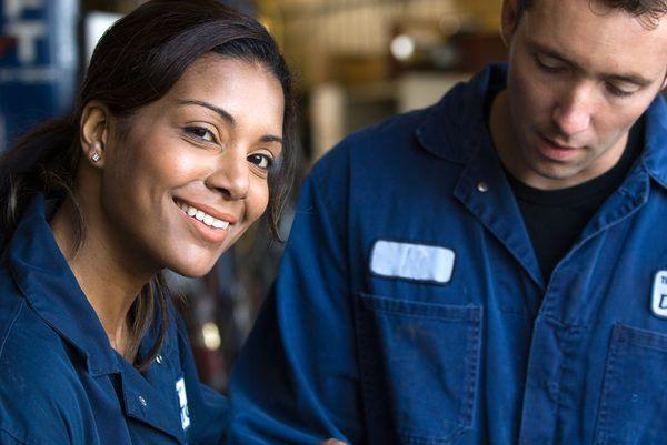 Career Description of Auto Mechanics - Woman