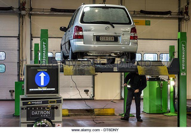 Vehicle Inspection Stock Photos & Vehicle Inspection Stock Images ...
