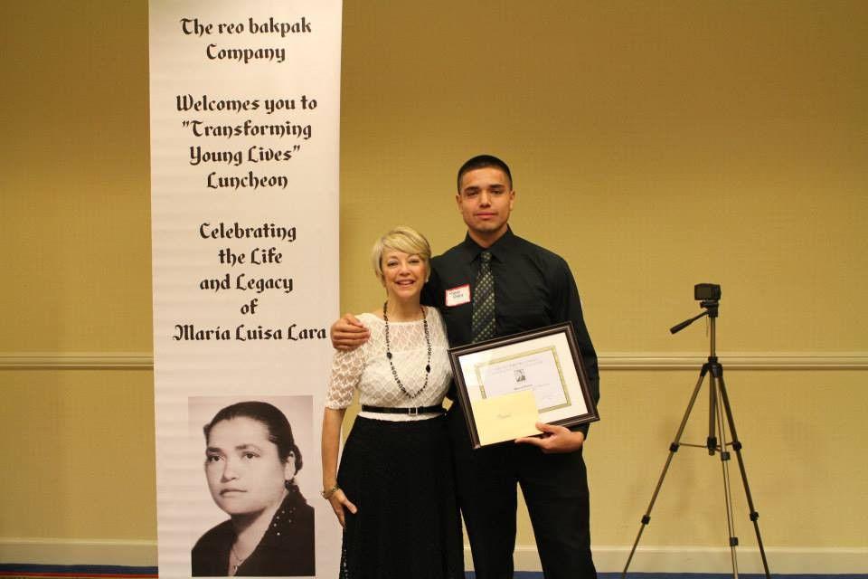 Manuel Rivera receives the María Luisa Lara Scholarship from The ...