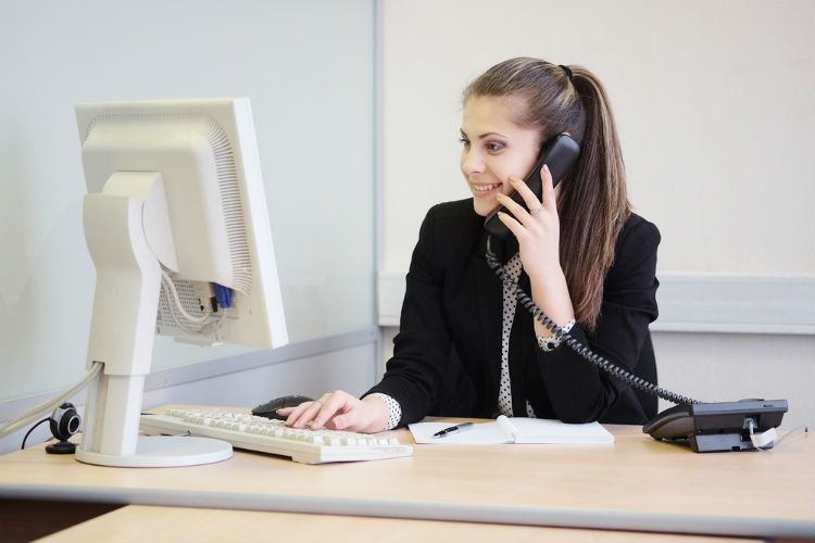 4 Receptionist Interview Questions and Answers to Know : AWM