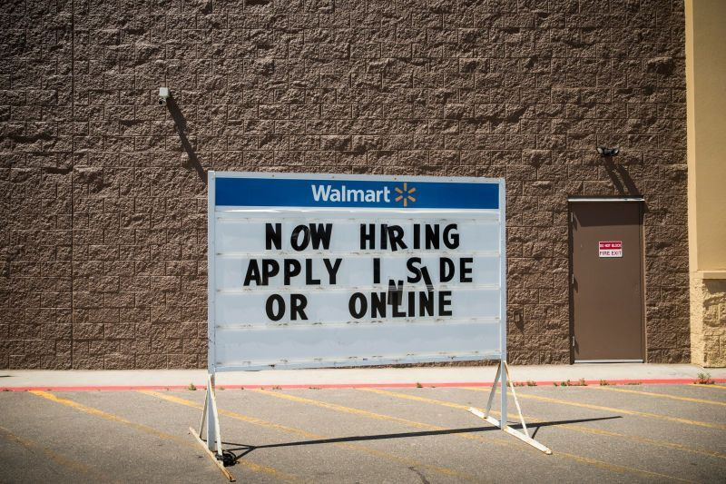 """A Walmart Department Manager Begs the World: """"Hire Me"""""""