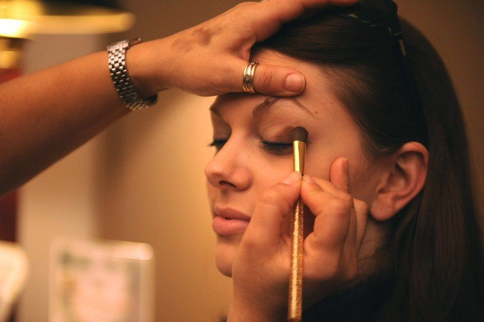 5 Easy Ways to Find Cosmetology Jobs - Beauty Academy