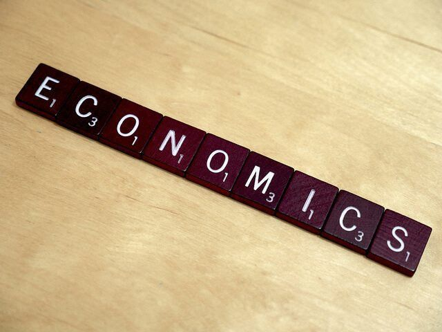 Top 10 Paying Jobs with an Economics MajorDegreeQuery.com