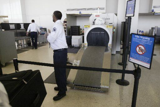 Newark Airport security supervisor accused of using ID of NYC ...