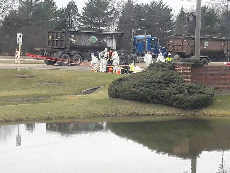 Chemical spill leads to Crystal Lake, Barrington road closures ...
