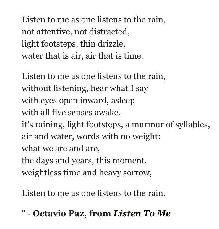 Óyeme como quien oye llover, / ni atenta ni distraída, / pasos ...