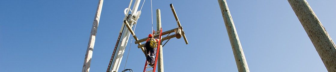 Career Management - A Career in the Trades - Powerline Technician ...
