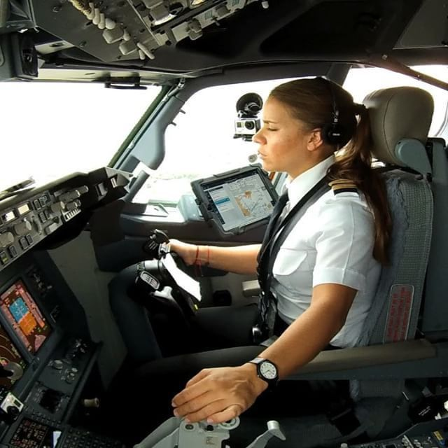 The World's Hottest B737 First Officer's Landing! Meet with Maria ...