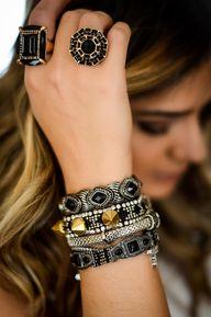 anéis e pulseiras