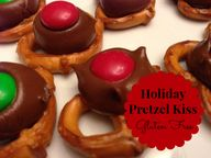 Holiday Pretzel Kiss
