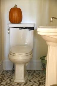 Halloween toilet mon