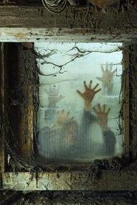 scary halloween deco