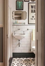 Une salle de bains a
