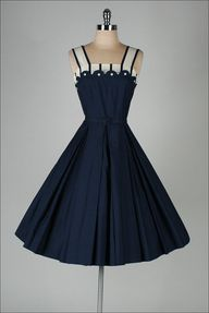 1950s dress .