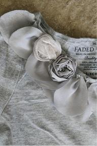 petal necklace tee