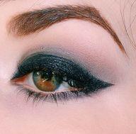 Smokey eye. // Iris