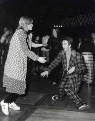Paul y Linda, London, 1970.  Dejaré youns sé si estoy bien después de ver esto omgoodness LOL Esto es simplemente genial jaja