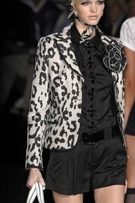 Gorgeous contrast with animal print blazer!