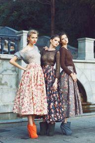 tuck it in....floral skirts  #versiebyanniem