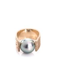 Dina Kamal Freshwater pearl & gold big ring